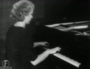 """Londoni Kuningliku Muusikaakadeemia laureaat Helju Sepp esitab Heino Elleri klaveripala """"Liblikas"""""""