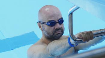 Mihkel Raud õpib ujuma